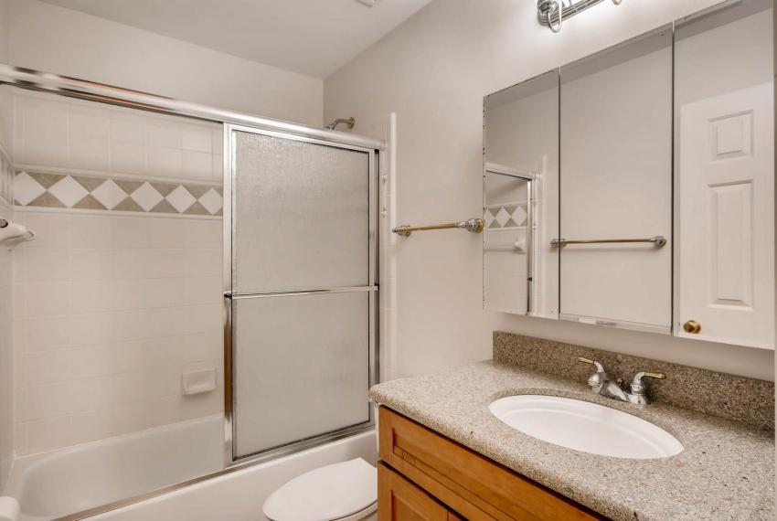 4477 Briarcliff Rd NE Atlanta-large-024-22-2nd Floor Bathroom-1499x1000-72dpi