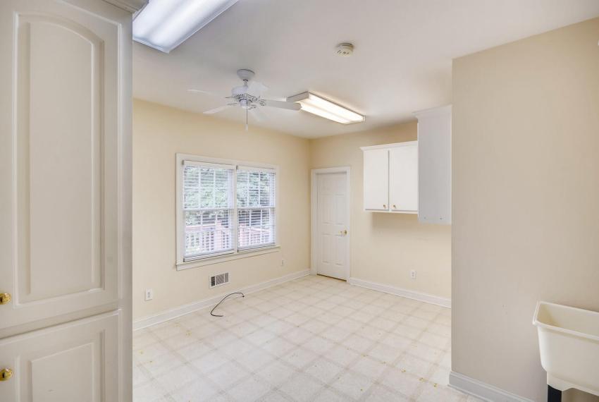 2514 Henderson Road Tucker GA-large-032-20-Laundry Room-1499x1000-72dpi