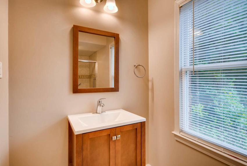 2794 Greenrock Trail Atlanta-large-027-17-Lower Level Bathroom-1499x1000-72dpi