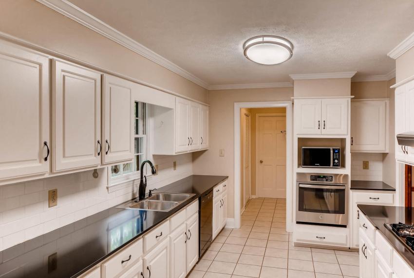 3592 Coldwater Canyon Ct-large-009-20-Kitchen-1499x1000-72dpi