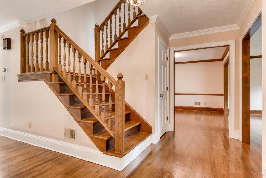 3592 Coldwater Canyon Ct-large-026-15-Stairway-1499x1000-72dpi