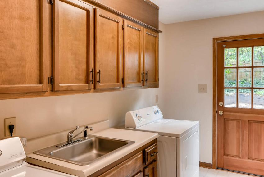 3592 Coldwater Canyon Ct-large-037-38-Laundry Room-1499x1000-72dpi
