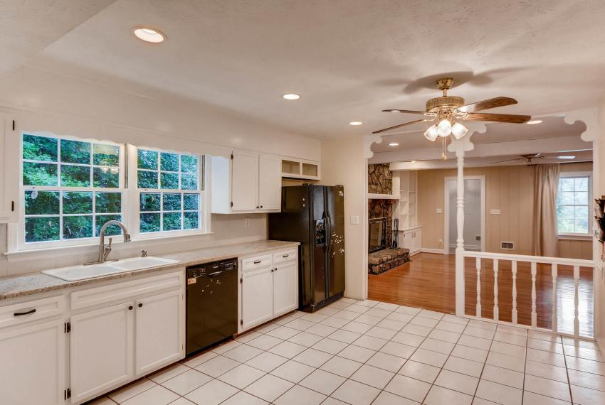 2638 Smoketree Way NE Atlanta-large-016-13-Kitchen-1499x1000-72dpi