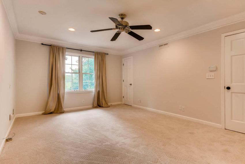 2638 Smoketree Way NE Atlanta-large-022-39-2nd Floor Master Bedroom-1499x1000-72dpi