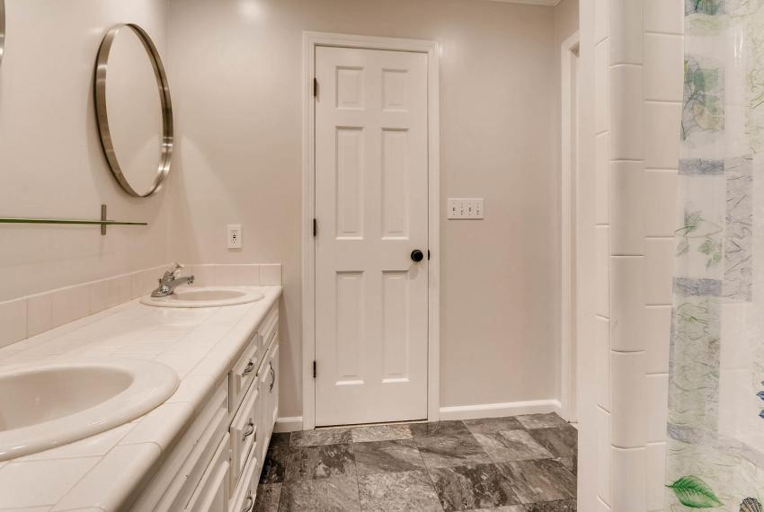 2638 Smoketree Way NE Atlanta-large-024-15-2nd Floor Master Bathroom-1499x1000-72dpi