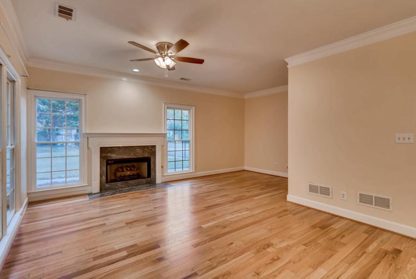 3131 Kings Arm Atlanta GA-large-018-9-Family Room-1500x1000-72dpi