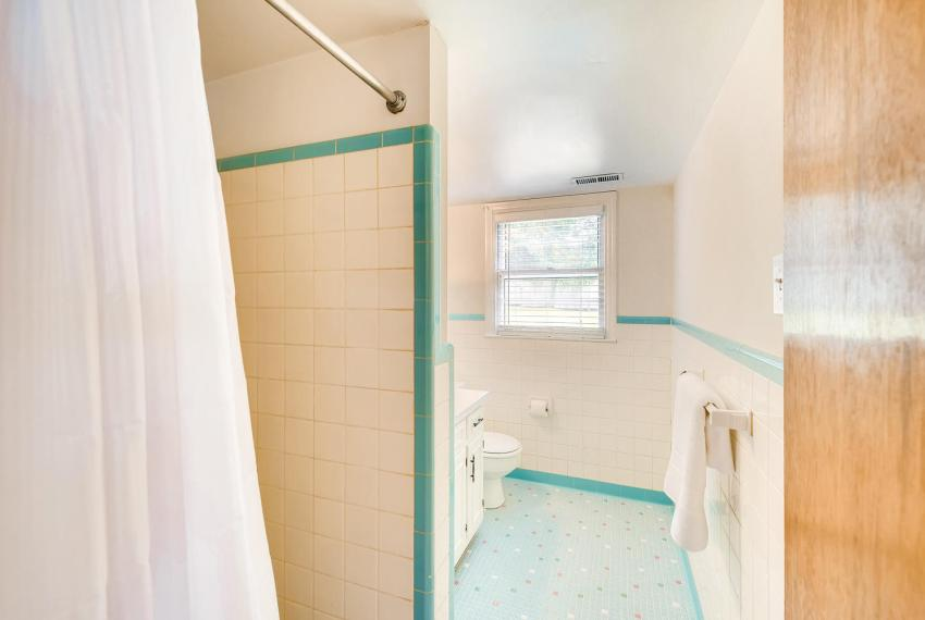 3218 Rehoboth Dr Decatur GA-large-021-29-Bathroom-1500x1000-72dpi