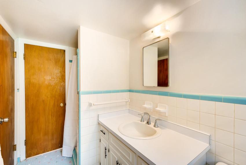 3218 Rehoboth Dr Decatur GA-large-022-9-Bathroom-1500x1000-72dpi