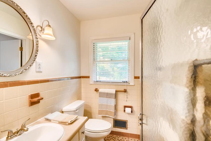 3218 Rehoboth Dr Decatur GA-large-026-11-2nd Floor Master Bathroom-1500x1000-72dpi