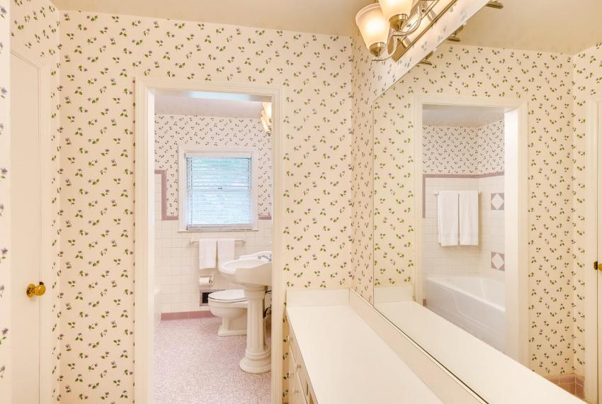 3218 Rehoboth Dr Decatur GA-large-032-23-2nd Floor Bathroom-1500x1000-72dpi