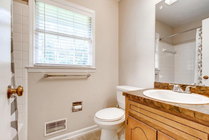 3935 Roman Court Tucker GA-large-037-43-Bathroom-1500x1000-72dpi