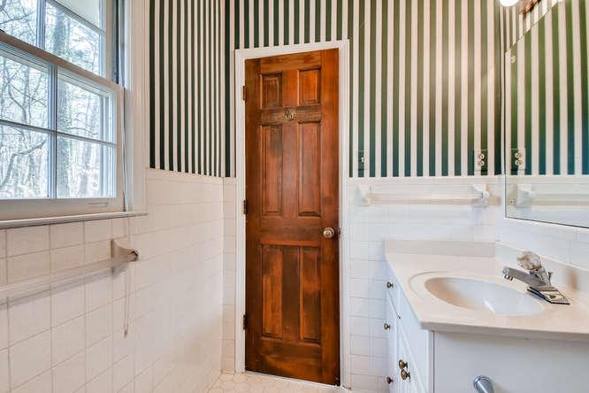 2263 Shasta Way NE Atlanta GA-small-019-5-2nd Floor Master Bathroom-666x444-72dpi