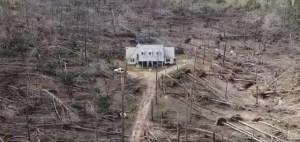 Devastující tornádo zničilo vše až na jediný dům: Zázrak?