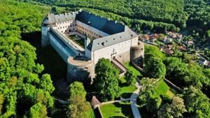 Záhadou opředený hrad Červený kameň: I s duchy se lze dohodnout