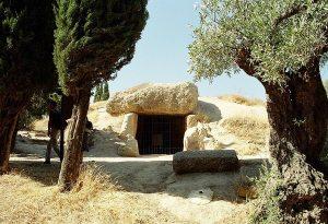 Dolmeny: Kdo stavěl prehistorické monolitické stavby