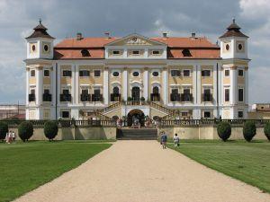 Tajemné stopy na zámku v Miloticích