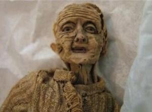 Odložená panenka prý zestárla jako by byla živá. Nikdo nechápe jak se to stalo