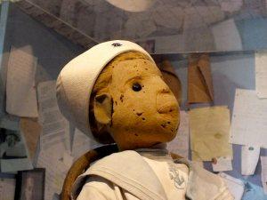 Ozzymu prý kazila život prokletá panenka, ze které si utahoval
