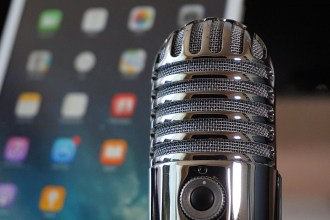 como hacer dinero podcast