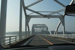 北浦大橋を渡ります。
