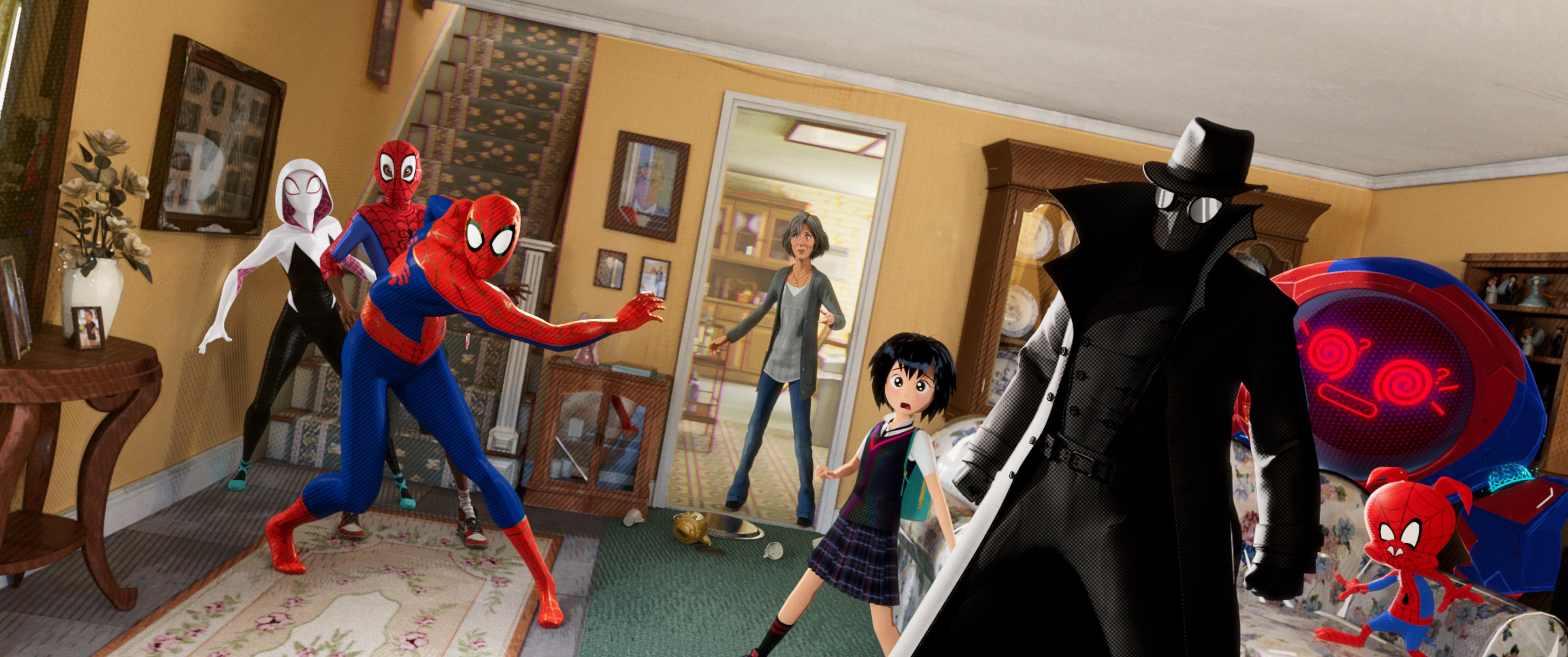 【本編特別映像解禁!】スパイダーマンは1人じゃない! 異次元から導かれたスパイダーマンたち 秘密の地下基地に6人全員大集結!映画『スパイダーマン:スパイダーバース』