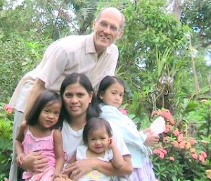WithNiece_Daughters Phil Nov2007small1
