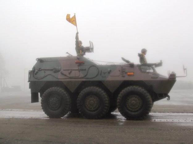 駒門駐屯地56周年パレード 敬礼 装甲車1