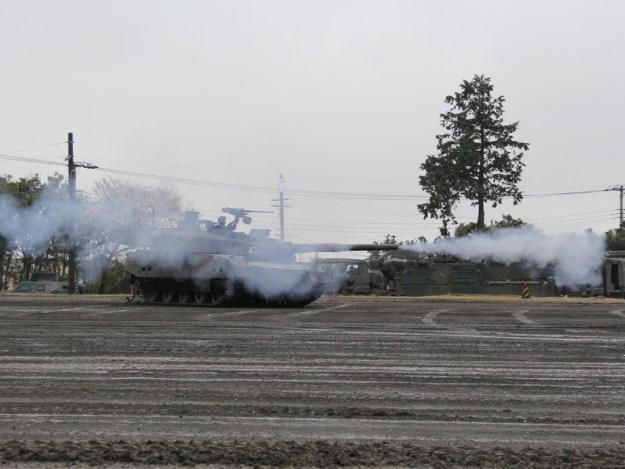 駒門駐屯地祭 ヒトマル 10式戦車 スラローム射撃