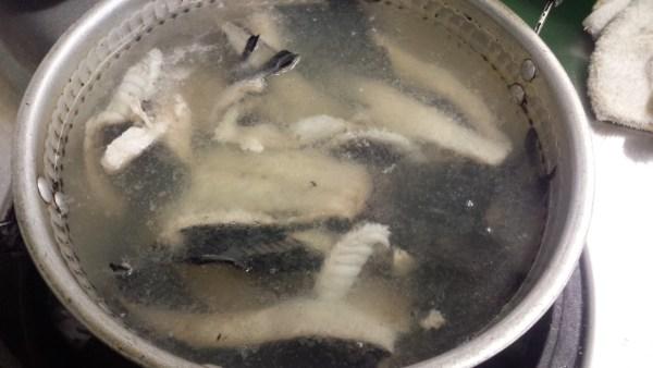 魚のあら汁 仕込み 湯通し