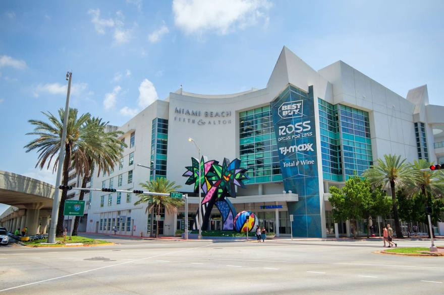 South Beach Shopping Collins Avenue Shopping District Barney's New York, Armani Exchange and the new location of the Kardashian owned Dash Boutique are some of the shops you will find along the stretch of Collins Avenue,between 5 th and 9 th Street.