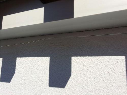 窓枠下のワイヤー