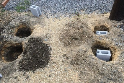 アーチの基礎用の穴