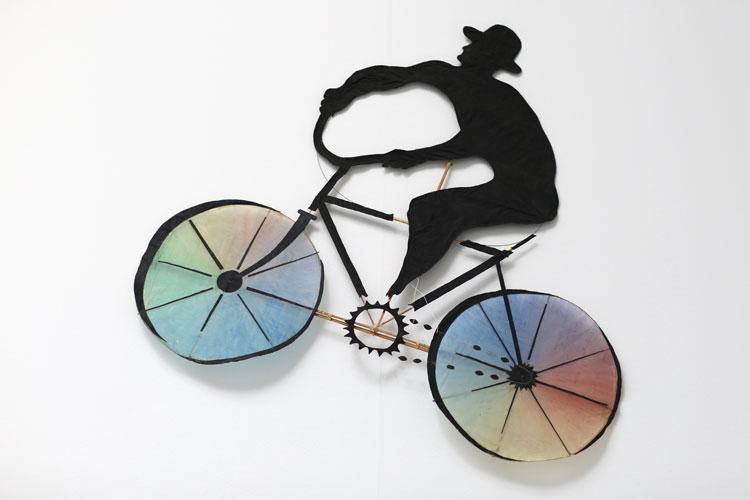"""Cyklist"", 1974, akvarellskulptur, drake - konstverk av Curt Asker."