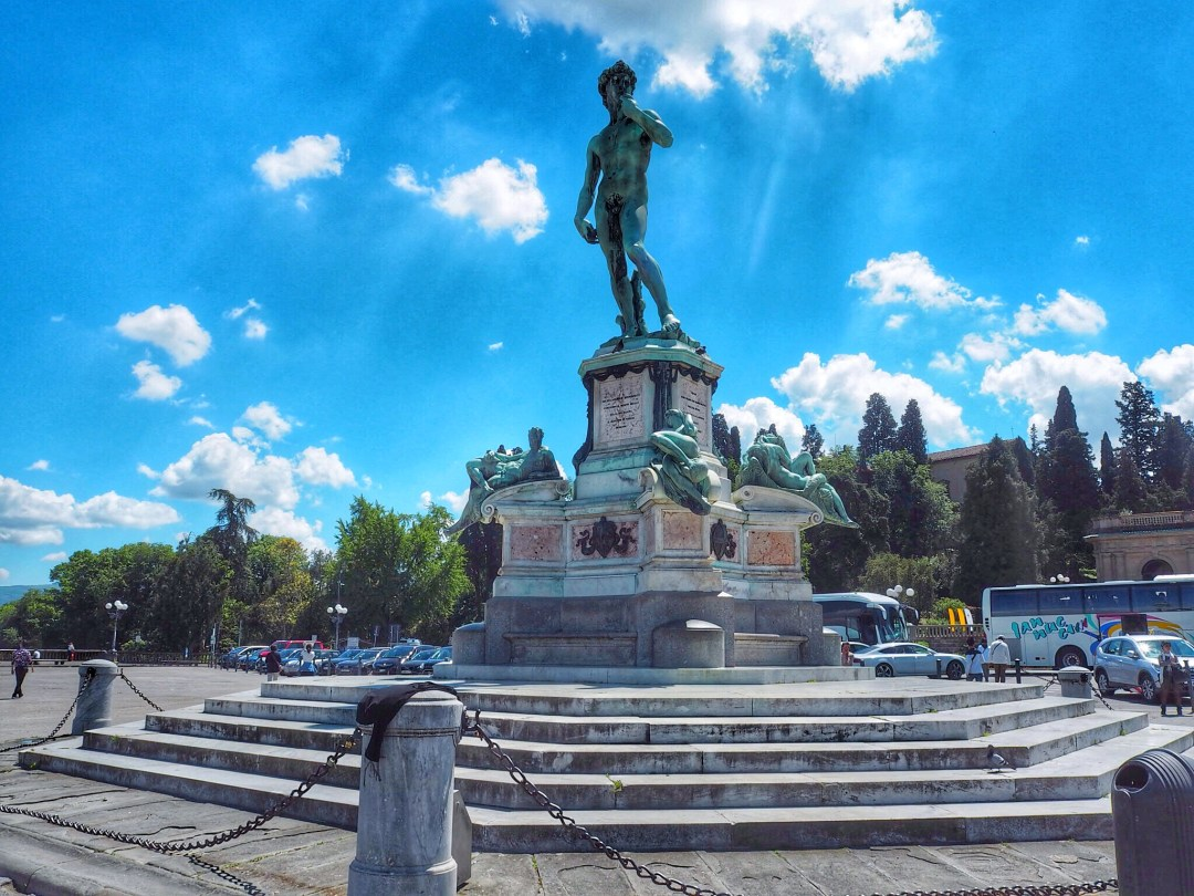 Piazzale Michelangelo statue - Enjoy the adventure