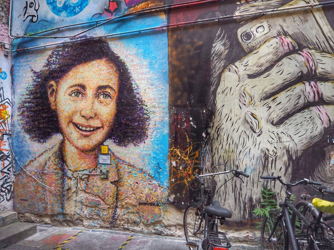 Street art Berlin - Enjoy the Adventure travel blog
