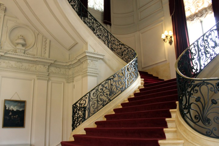 "Rosecliff Mansion - Newport RI | An elegant stairway sweeps upward into a heart shaped opening at Rosecliff. This space catered to elite social gatherings in its hayday, as fictionally depicted in scenes from the original <a href=""http://amzn.to/2ktO6yy"" target=""_blank"" rel=""noopener"">Great Gatsby</a> and other movies. Today, Rosecliff continues to serve beautifully as an upscale wedding venue."