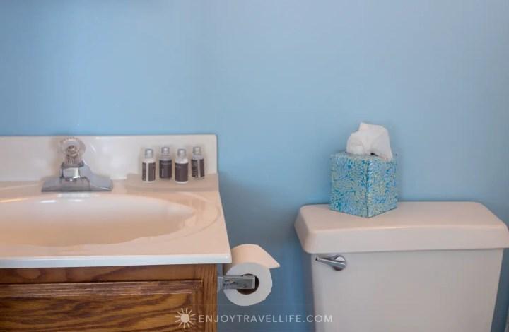 Waterfront Weekend in Chatham - Chatham Tides Inn Bathroom