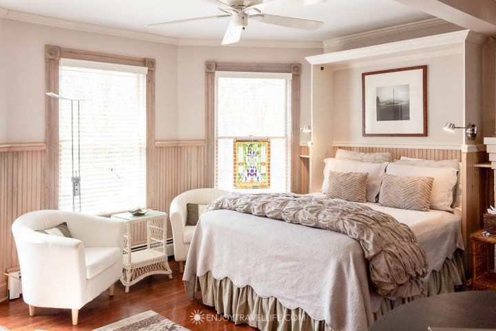 Nobska Point room with kitchenette in Falmouth MA