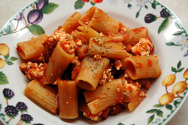 pasta-with-tomato-sauce-and-ricotta
