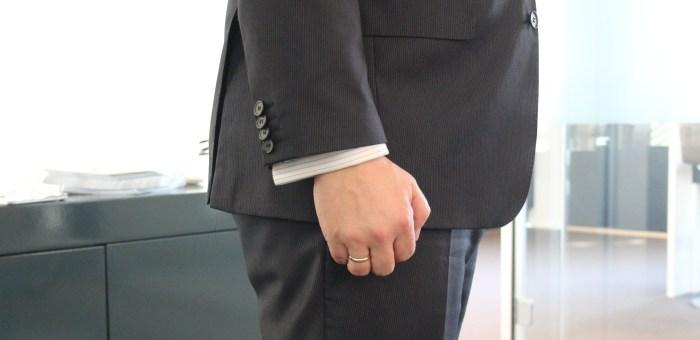 Korrekt lengde på jakke og jakkeermer. legg mere til at jakken også skal dekke rompeballene. Foto: Marte Gran