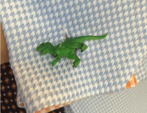 Hjemmelagde dinosaur-mansjettknapper