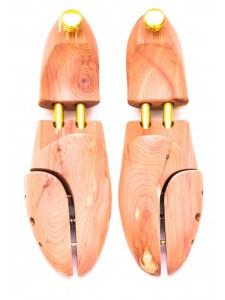 Skotrær av cedertre fra Shoecare.no