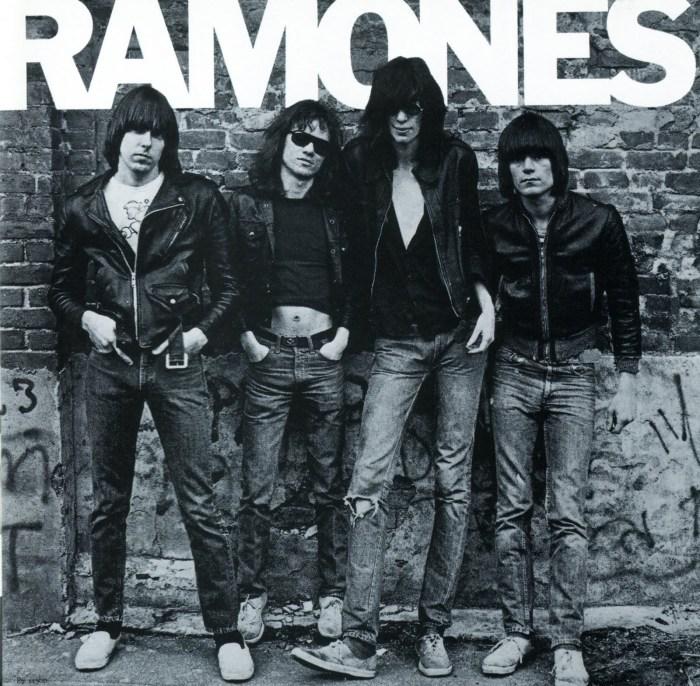 Det amerikanske punk-rock bandet The Ramones i sine Perfect-jakker