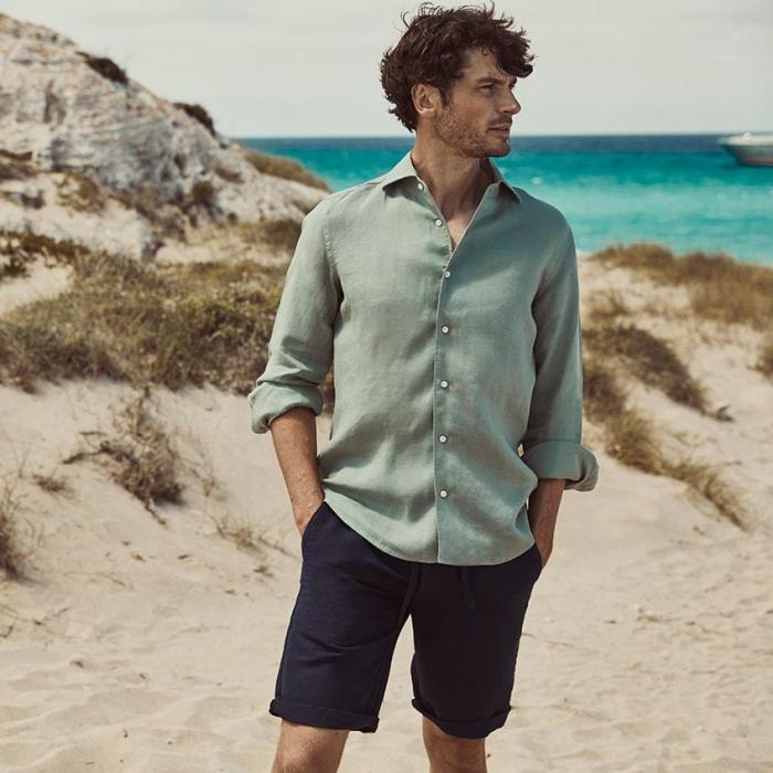 67e95e0a Marineblå shorts i lin/bomull. Finnes også i turkis, lys oransje, sand og  lys grå, med matchende grønn linskjorte også fra Luca Faloni (Foto: Luca  Faloni)