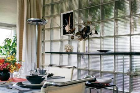 Gropius House : la paroi en pavés de verre de la salle à manger