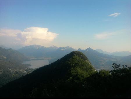 le Mont Baret et le lac d'Annecy