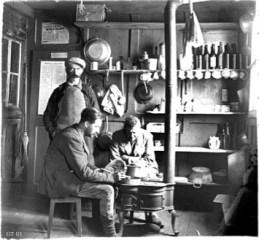 intérieur du refuge du Couvercle en juillet 1924 - photo George Terroy