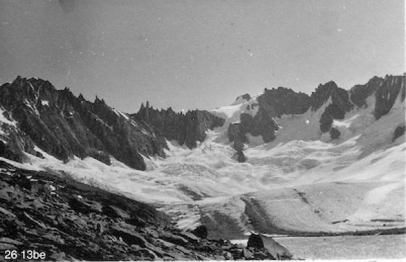 à gauche, le glacier de Talèfre, les Courtes, Ravanel, Mummery, Triolet et Isabelle - photo Hélène Brandt - collection Saugy