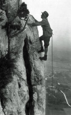 Le Pas Tricouni (1905), dans la gorge de la Varappe. (photo Brand)