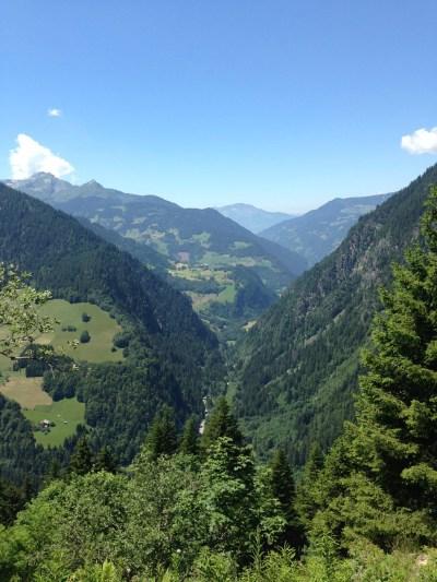 Beaufortain le 28 juin 2015, Les gorges du Doron vues de la route d'accès à Roselend - photo Enki - IMG_9033